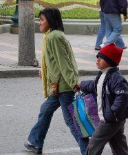 To barn på jobb