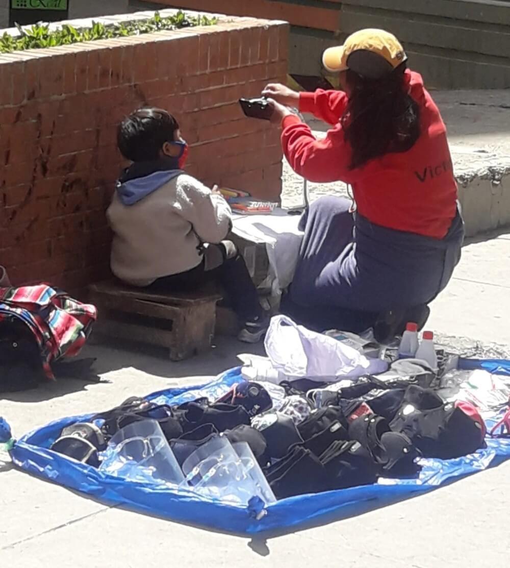 Fjernundervisning på gata i La Paz (Foto: Rulo Jiménez)